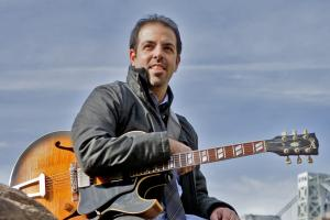 Assaf Kehati teaches live online jazz guitar lessons at Lessonface