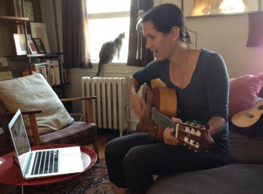 Learning how to play the guitar using zoom for live online lessons with lessonface teacher
