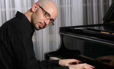 Gonzalo Grau teaches live online music lessons at Lessonface