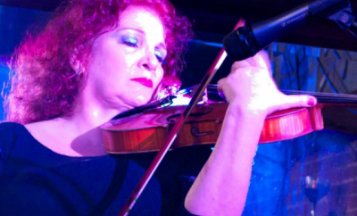 Rozanna Weinberger teaches live online violin viola lessons