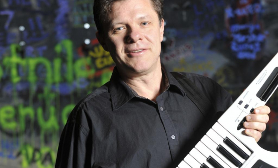Peter Hurst teaches live online music lessons at Lessonface