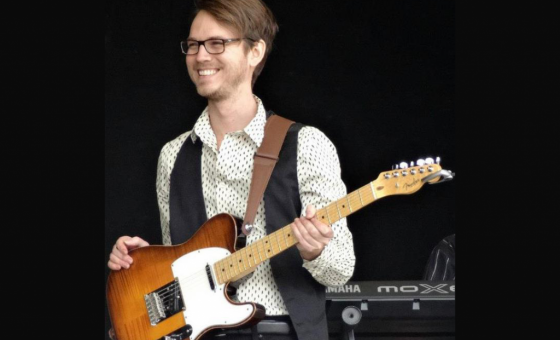 Chris Wallace teaches live online guitar lessons at Lessonface